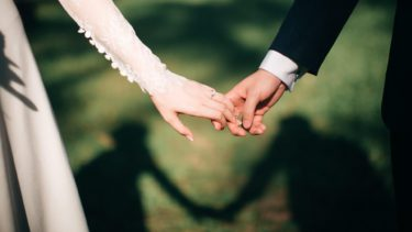 出会系で結婚した人はいる?馴れ初めや親の反対を乗り越えた方法